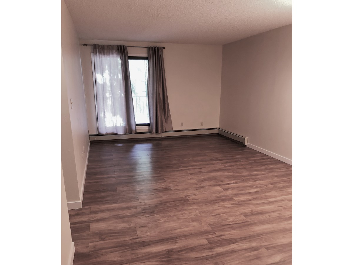 Edmonton Condominium for rent, click for more details...
