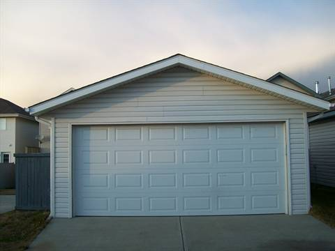 Sherwood Park Alberta Garage Space for rent, click for details...