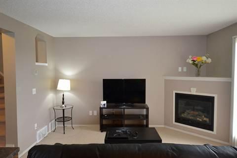 Fort Saskatchewan Alberta Duplex for rent, click for details...