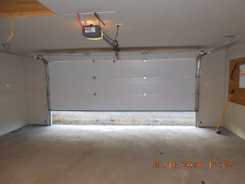Calgary Alberta Garage Space for rent, click for details...
