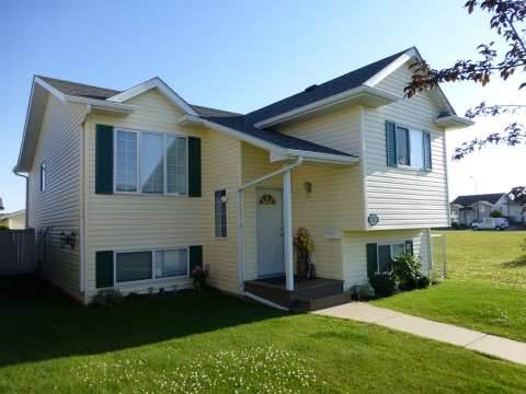 Red Deer Alberta House for rent, click for details...