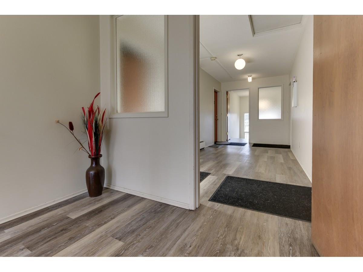 Devon Apartment for rent, click for more details...