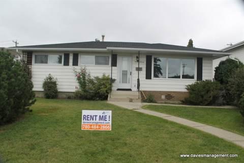 Edmonton Downtown 3 bedroom Main Floor Only For Rent
