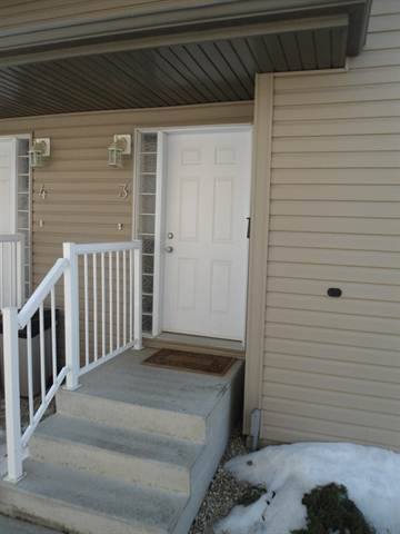 Camrose Townhouse for rent, click for more details...