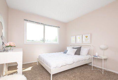 Edmonton Townhouse. Comfortable Guest Bedroom