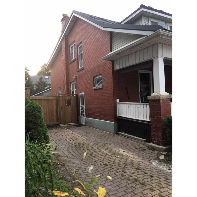 Newmarket Basement Suite for rent, click for more details...