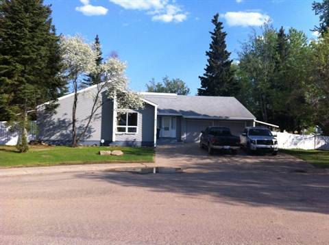 Slave Lake House for rent, click for more details...