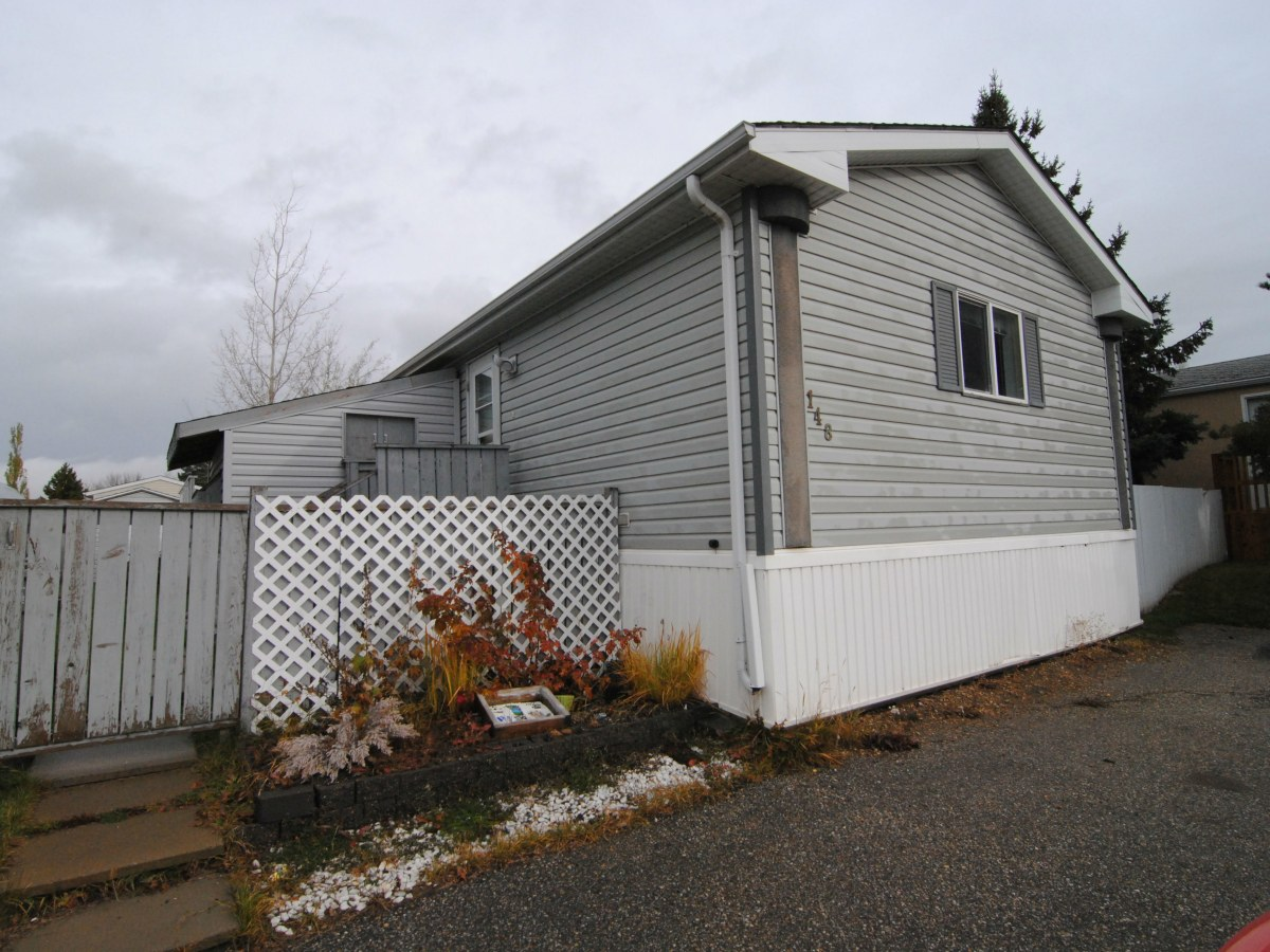 Spruce Grove Mobile Home/Lot for rent, click for more details...