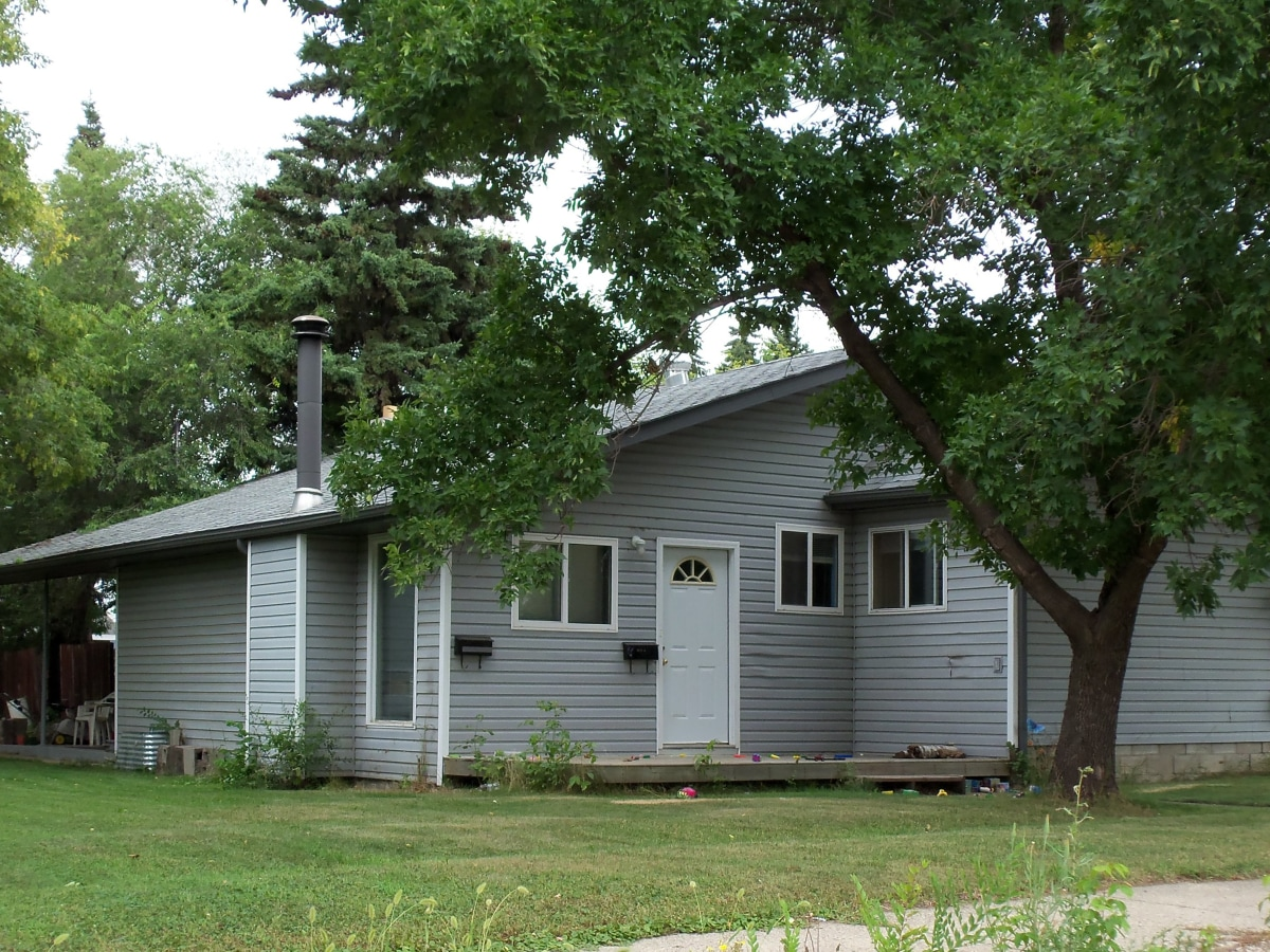 Saskatoon House for rent, click for more details...