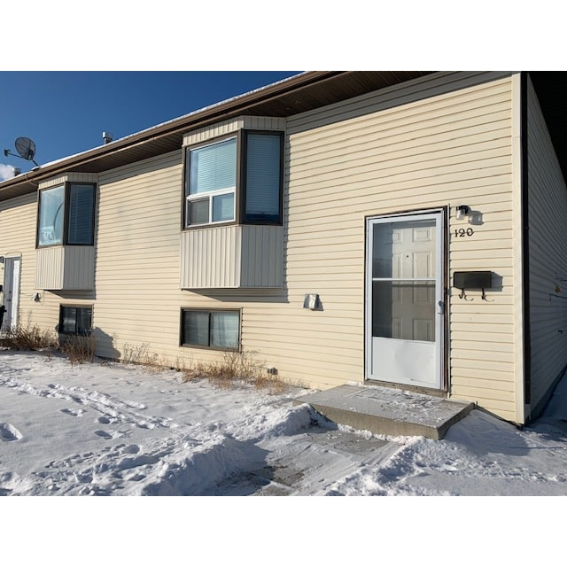 Saskatoon Duplex for rent, click for more details...