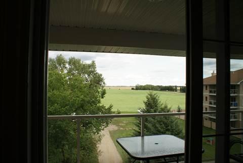 Stony Plain Alberta Condominium for rent, click for details...