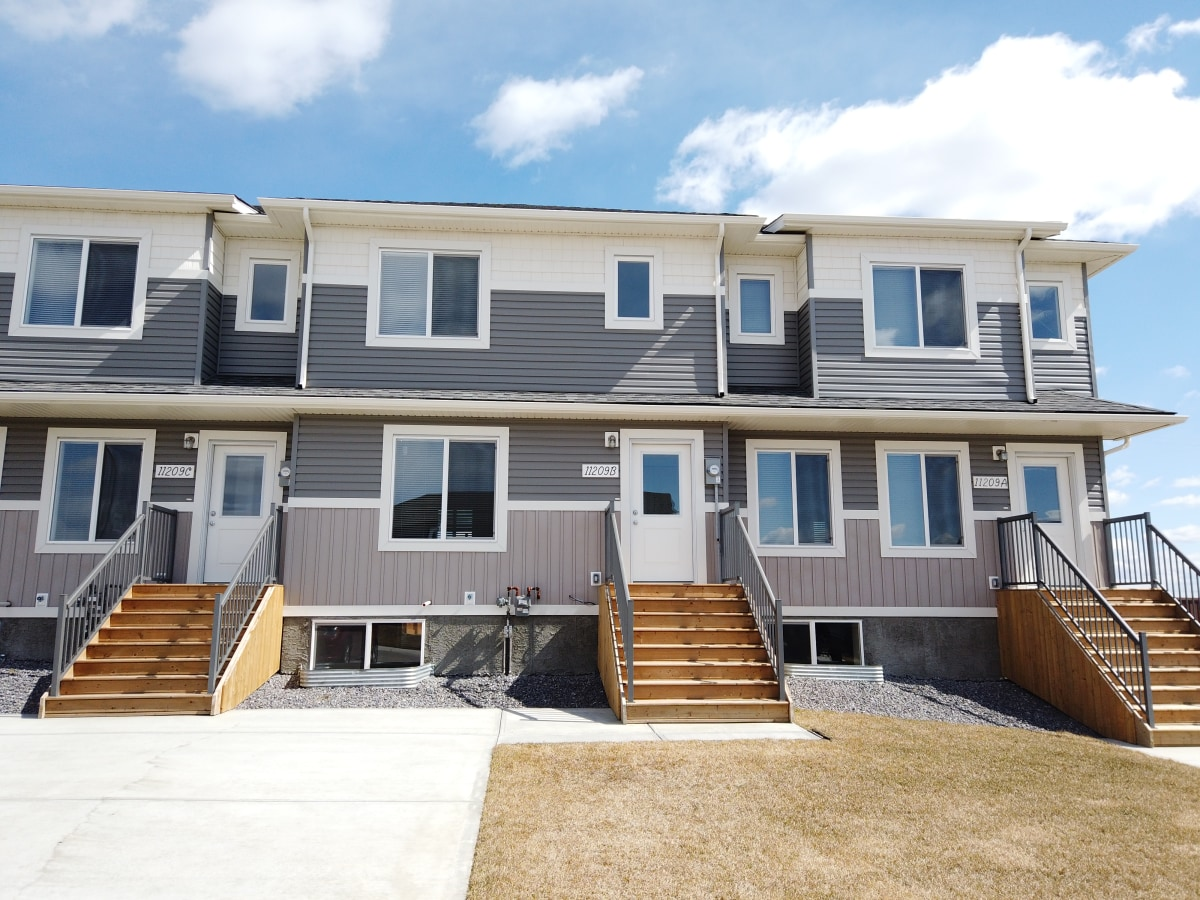 Clairmont Townhouse for rent, click for more details...