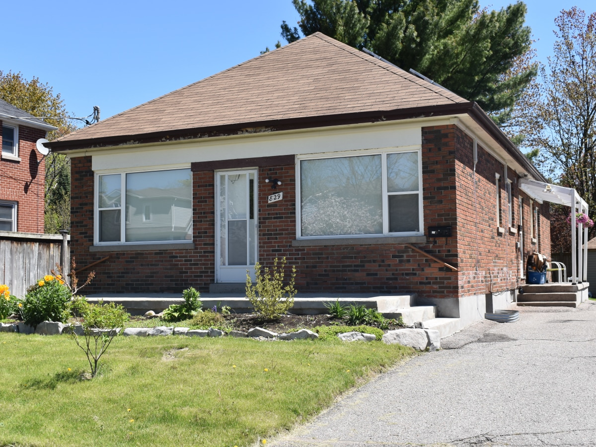 Oshawa Duplex for rent, click for more details...