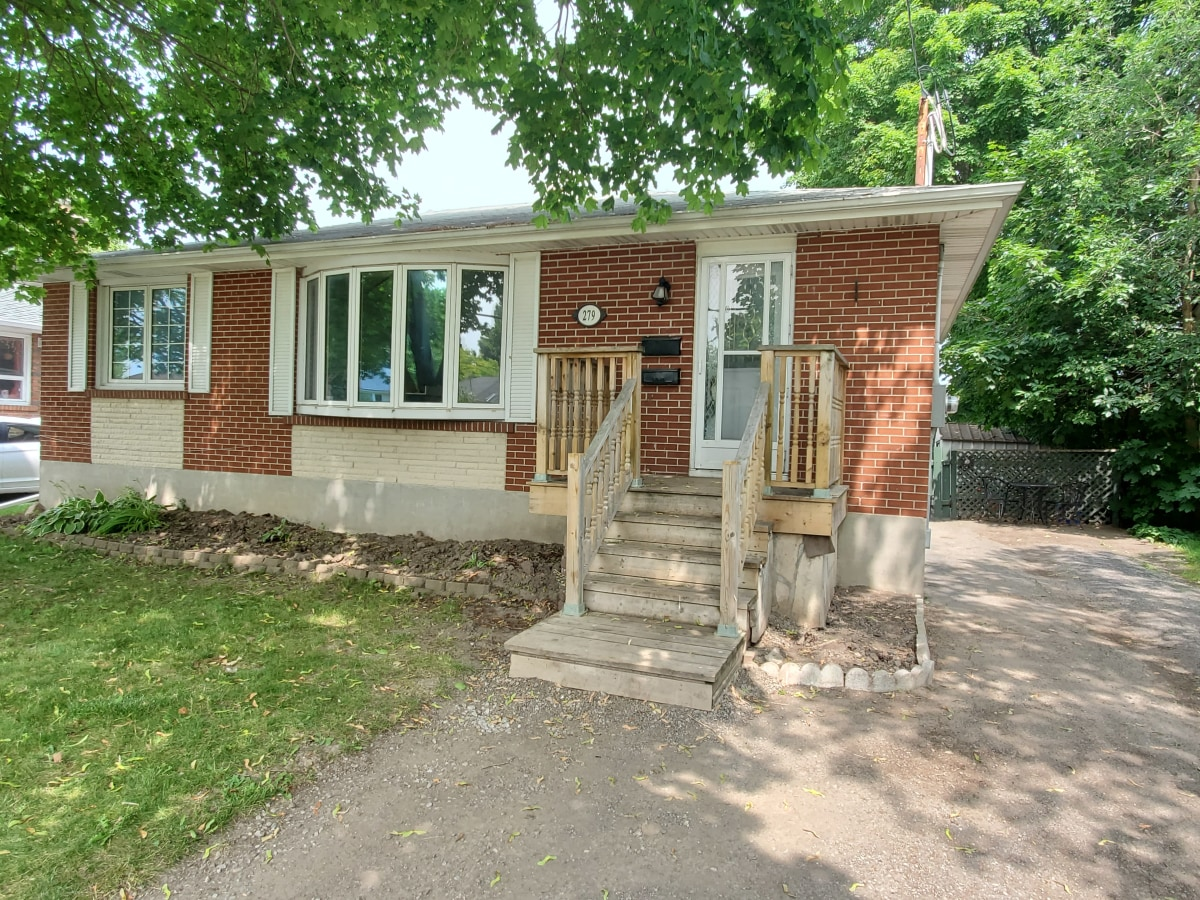 Oshawa Main Floor Only for rent, click for more details...