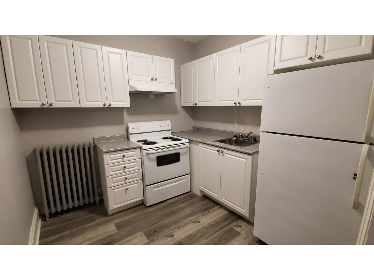 Oshawa Room for rent, click for more details...