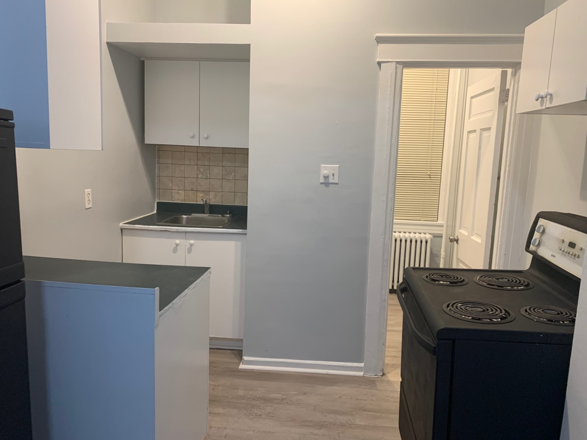 Ottawa Bachelor Suite for rent, click for more details...