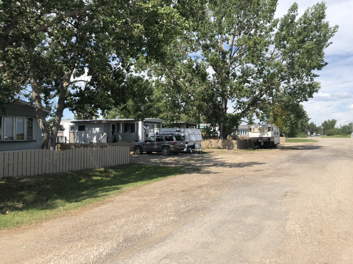 Beiseker Mobile Home/Lot for rent, click for more details...