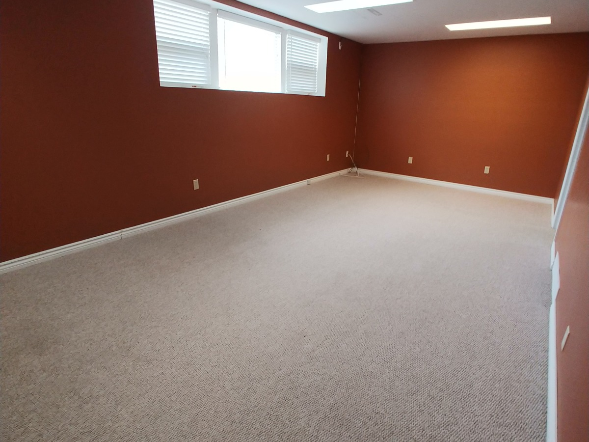 Regina Basement Suite for rent, click for more details...