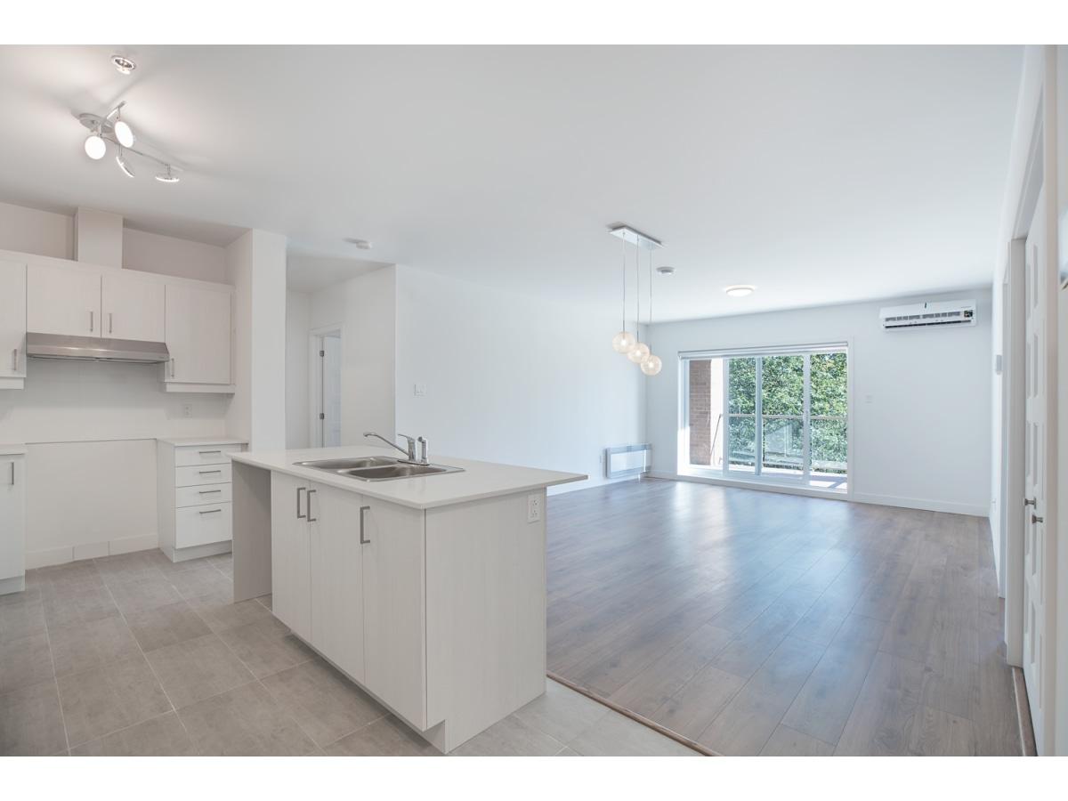 Sainte-Dorothee Condominium for rent, click for more details...