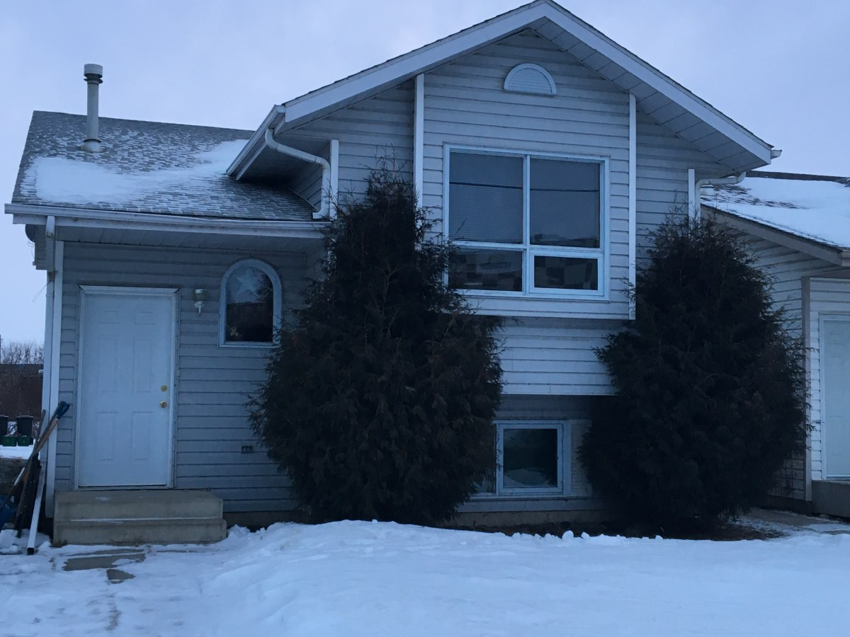 Sylvan Lake Main Floor Only for rent, click for more details...