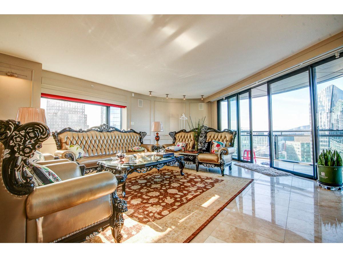 Vancouver Condominium for rent, click for more details...