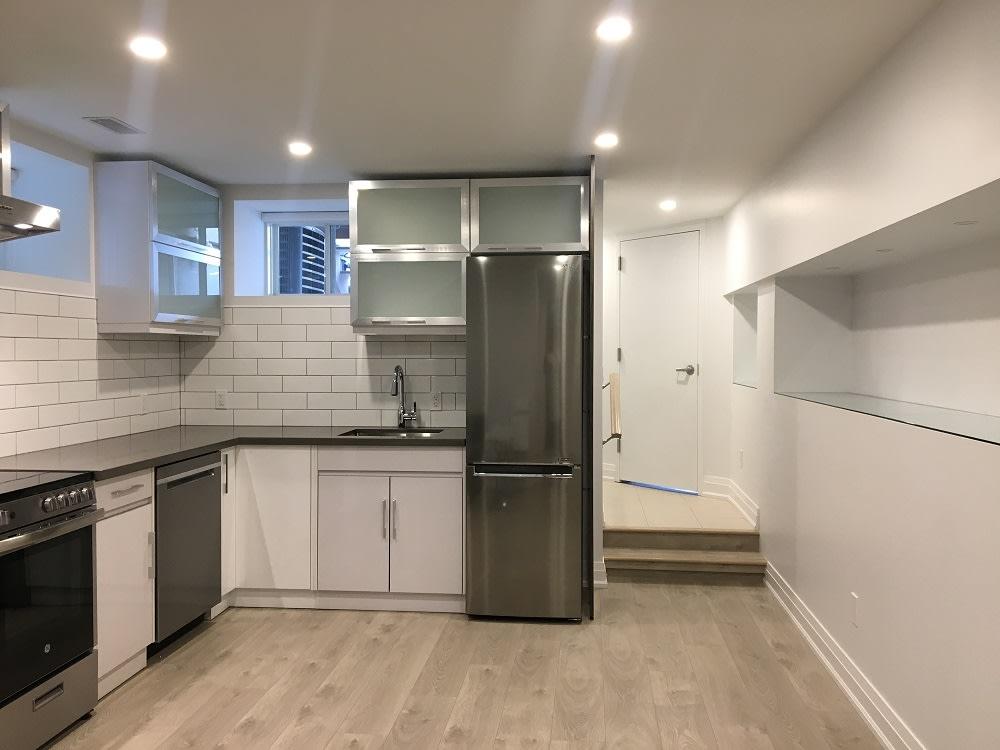 Toronto Appartement en sous-sol pour le loyer, cliquer pour plus de détails...