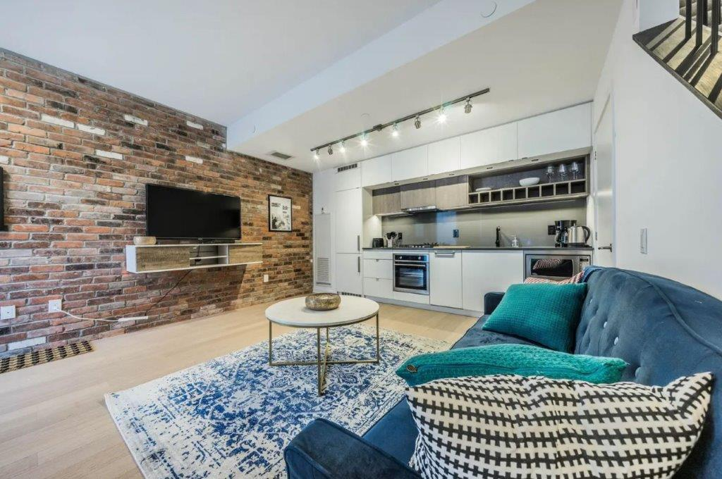 Toronto Townhouse for rent, click for more details...