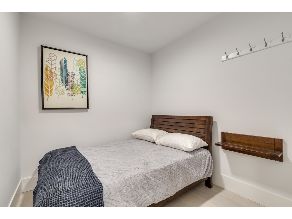 Vancouver Bachelor Suite for rent, click for more details...