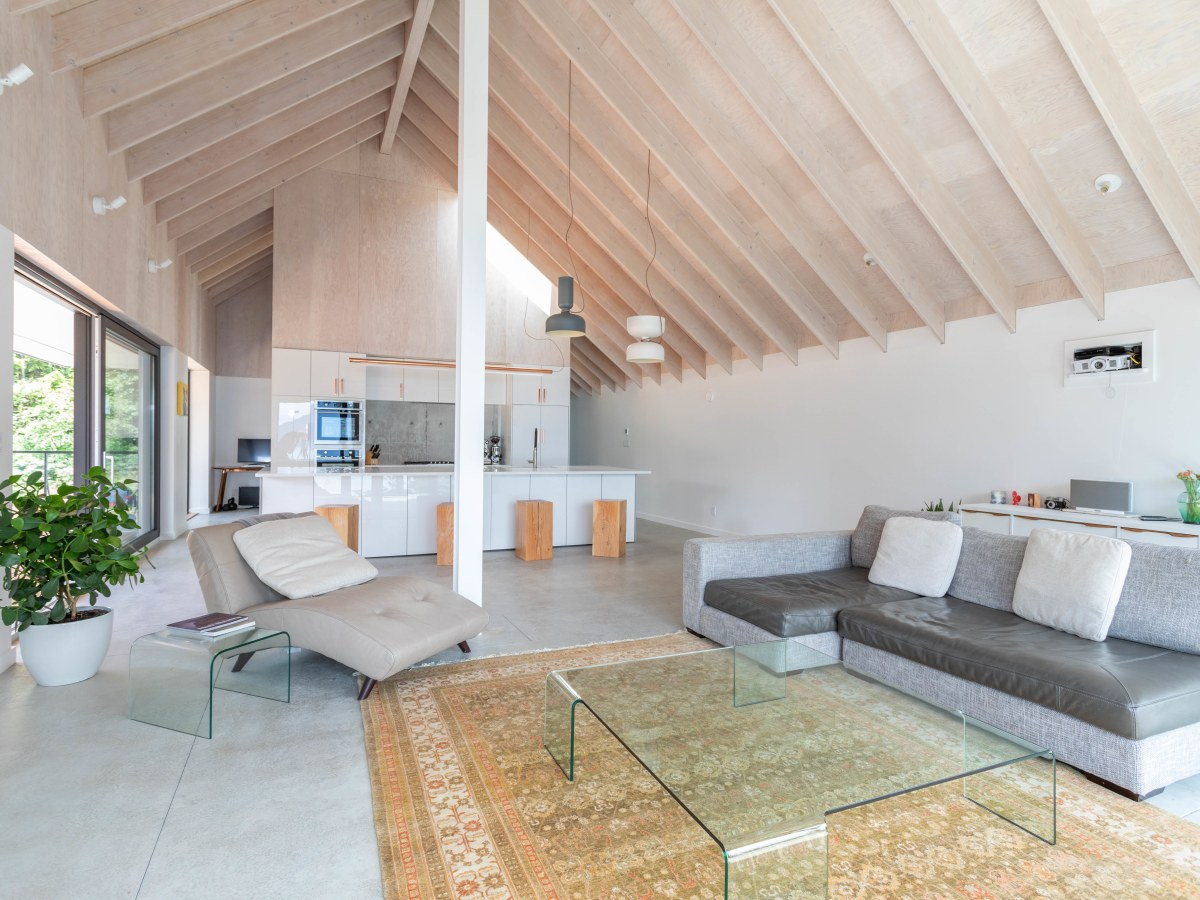 Squamish House for rent, click for more details...