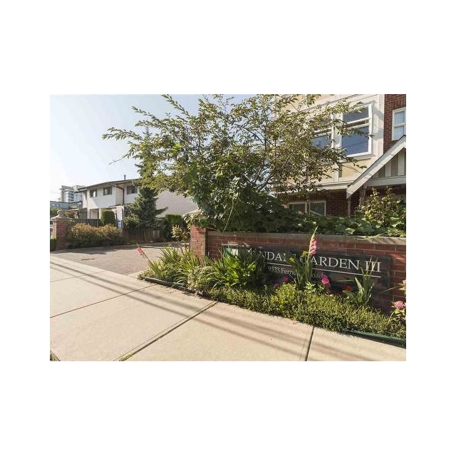 Richmond Townhouse for rent, click for more details...