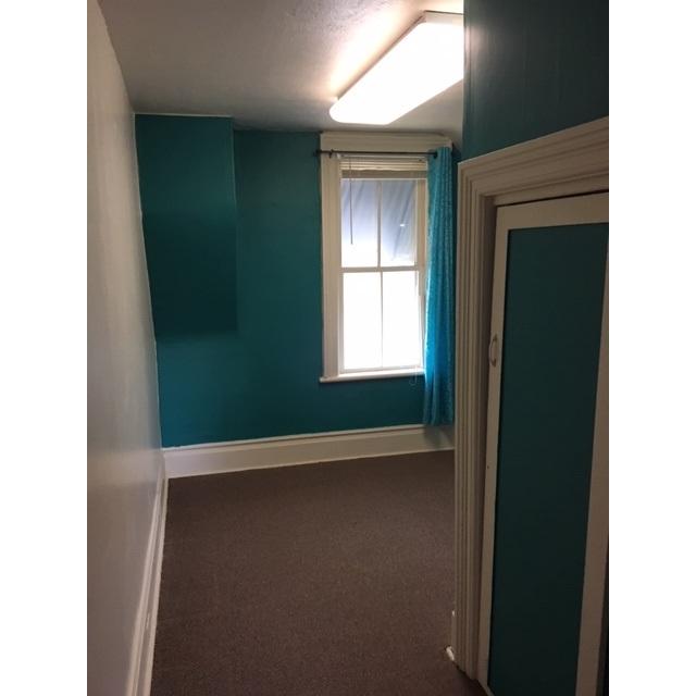 Lindsay Room for rent, click for more details...