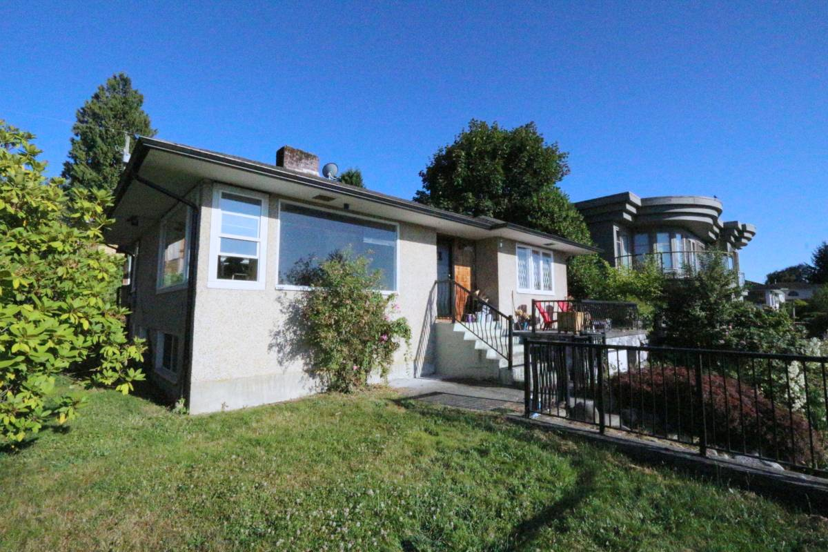 Belcarra House for rent, click for more details...