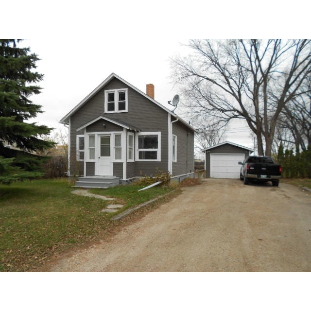 Steinbach House for rent, click for more details...