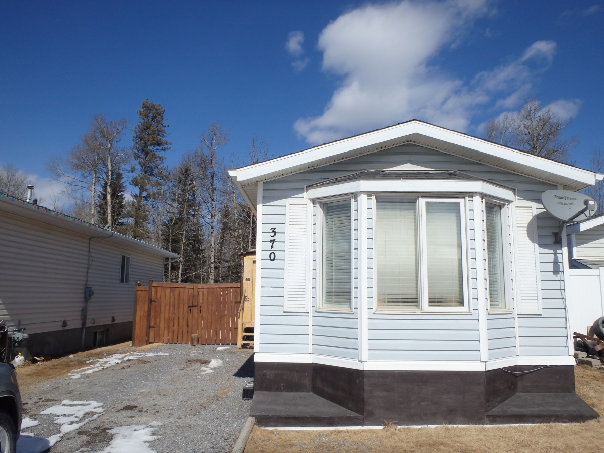Hinton Manufactured Home for rent, click for more details...