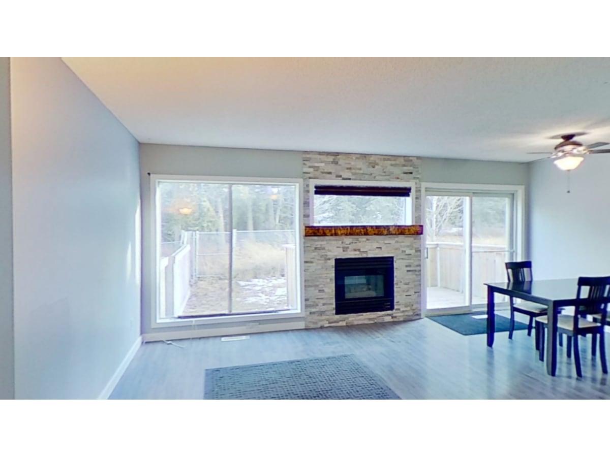 Hinton Alberta Condominium For Rent