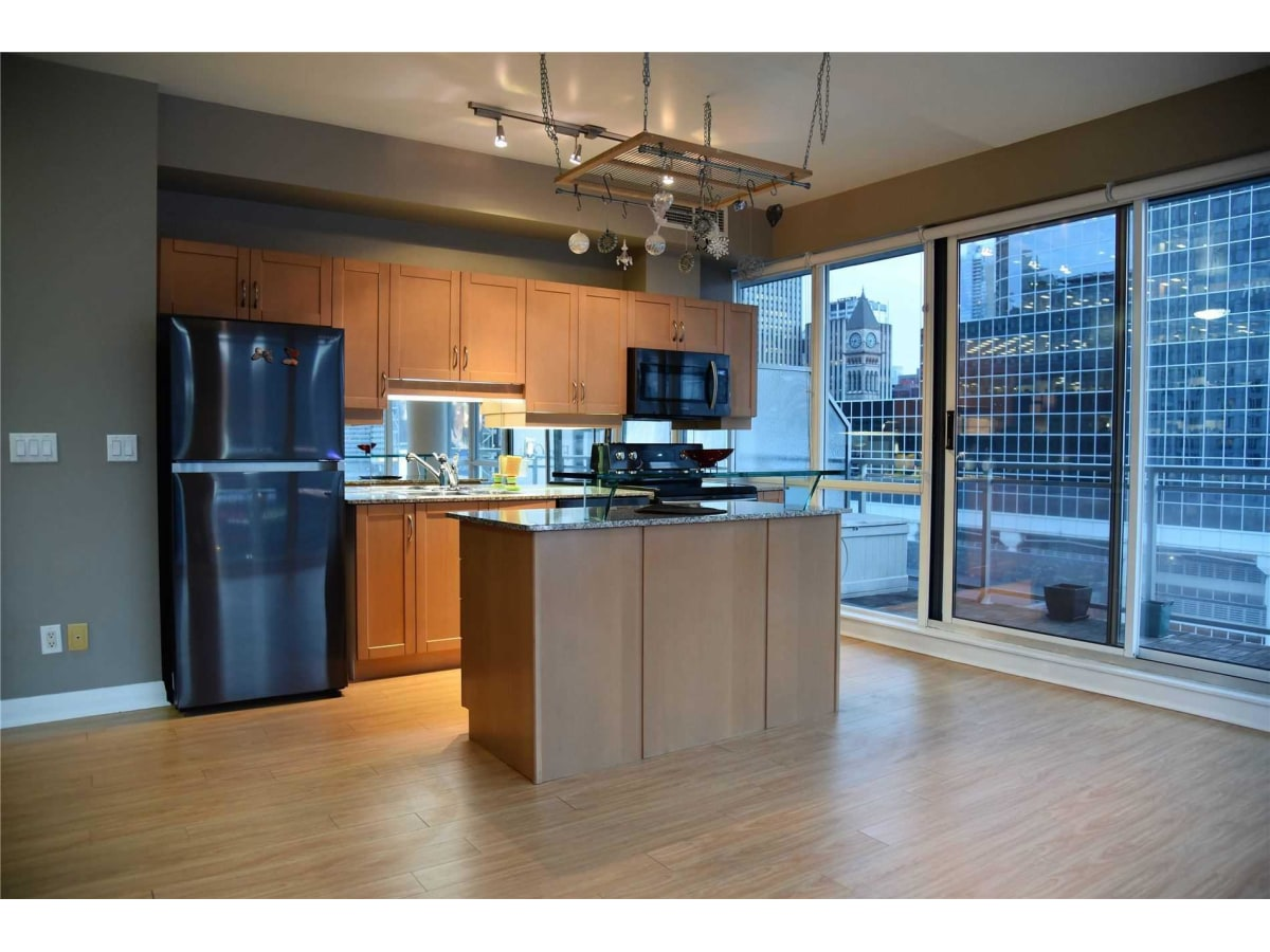 Toronto Ontario Condominium For Rent