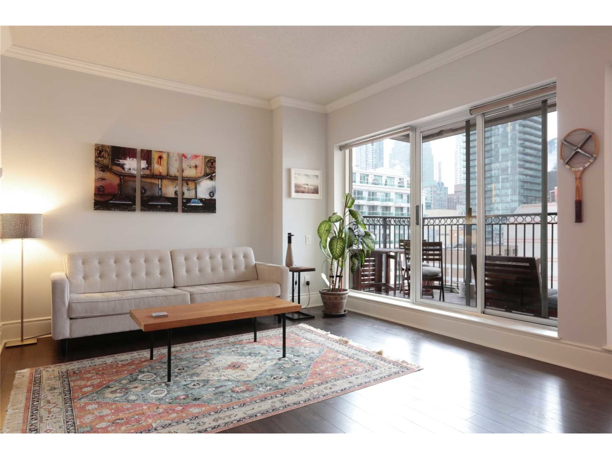 Toronto Condominium for rent, click for more details...