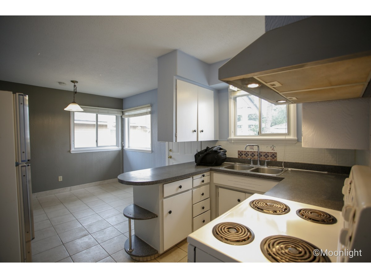 Surrey House for rent, click for more details...
