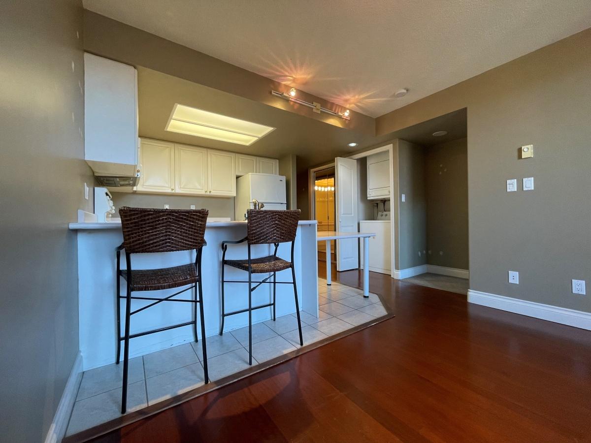 Victoria Condominium for rent, click for more details...