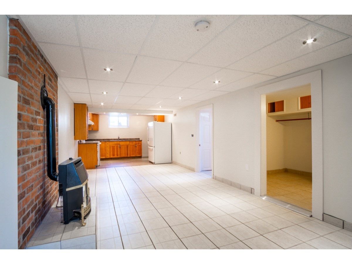 Grimsby Basement Suite for rent, click for more details...