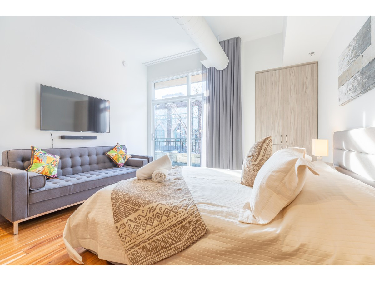 Montreal Studio for rent, click for more details...