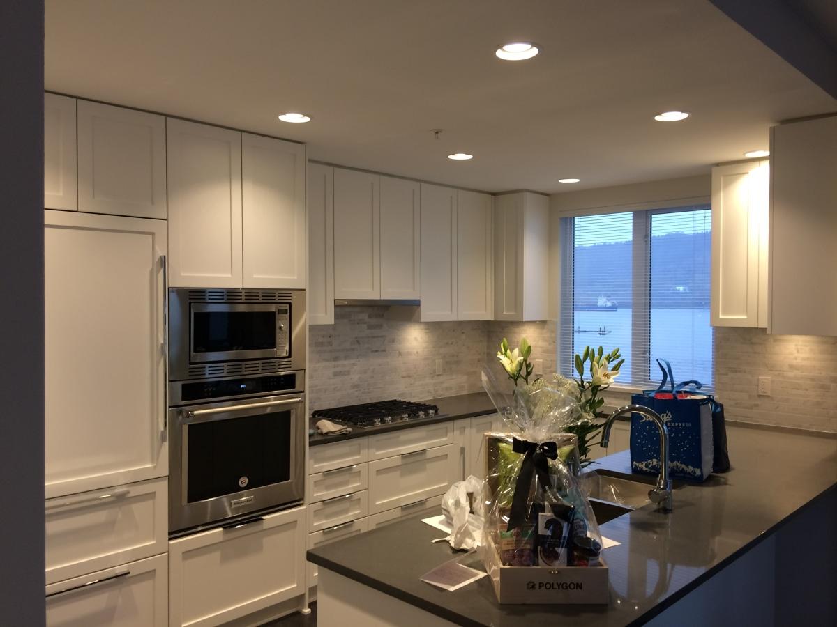 Deep Cove Condominium for rent, click for more details...