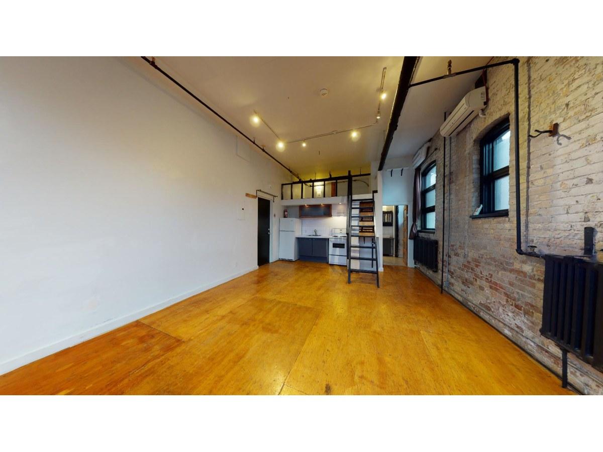 Toronto Studio for rent, click for more details...