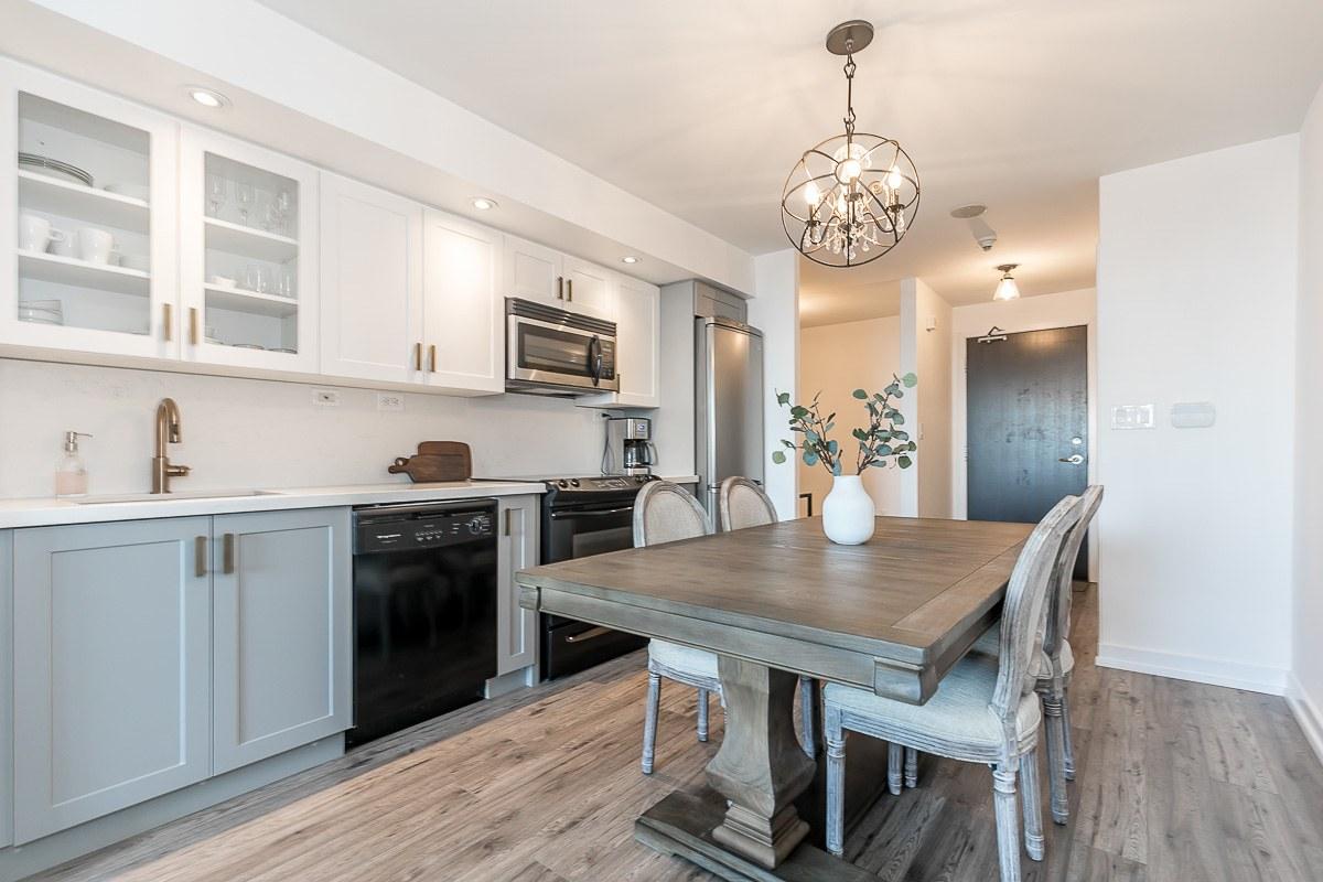 Toronto Condominium for rent, click for more details...