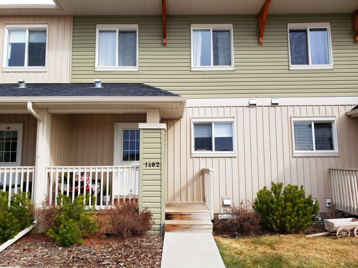 Carstairs Townhouse for rent, click for more details...